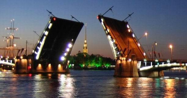 Мост закрыт, ехать нельзя!